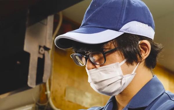 紡織機器バネ工業株式会社作業の様子